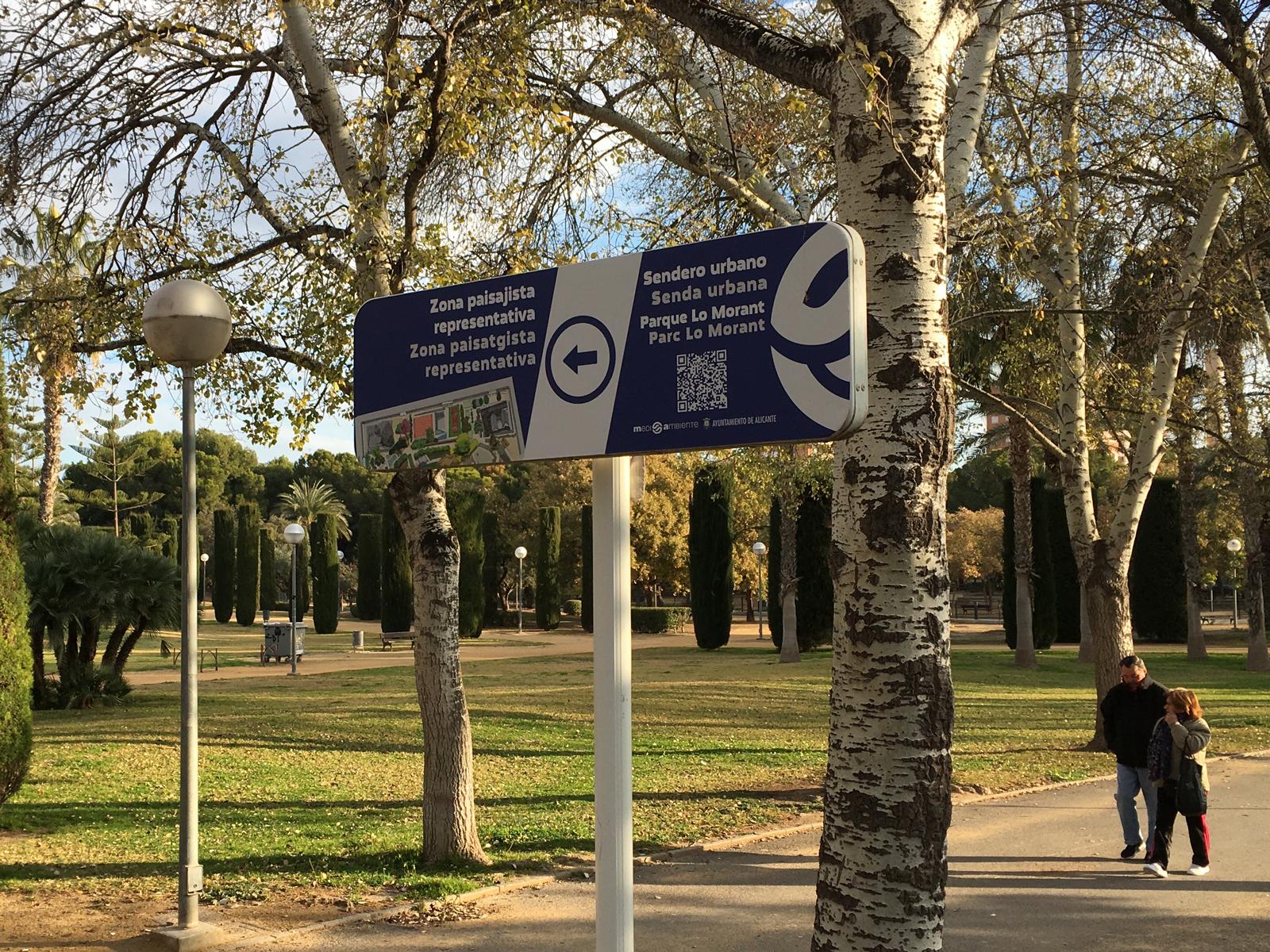 Señal direccional Parque Lo Morant