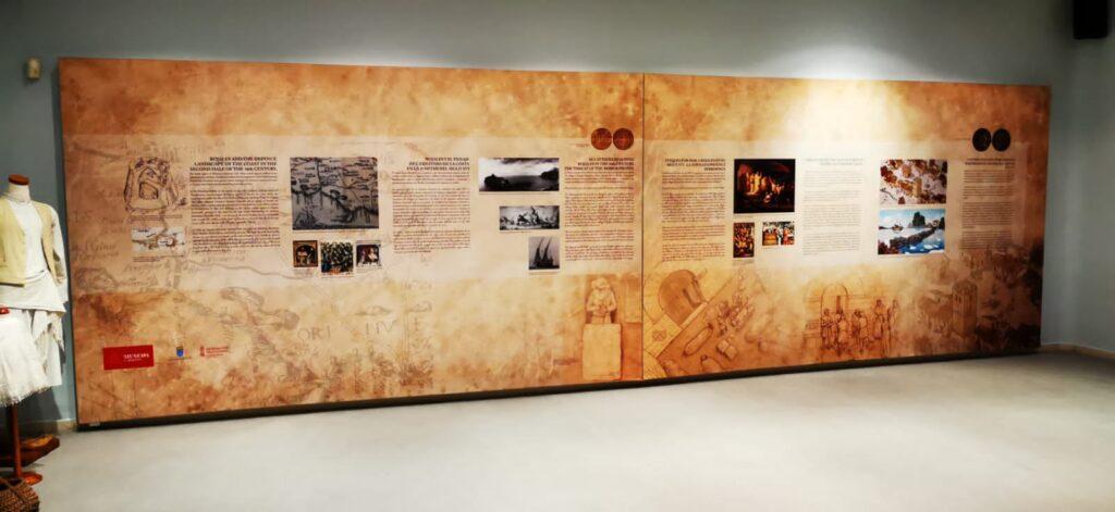 Paneles textiles retroiluminados en el Museo de Rojales